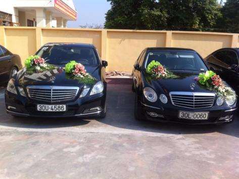 Cho thuê xe cưới mercedes E300